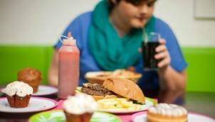 सेहत के लिये कितनी हानिकारक है चाॅकलेट | Limit children's snacks to 100 calories