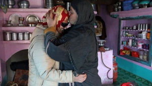 आँखे गई लेकिन हौसला नहीं हारी इंशा | Kashmir teen's exam joy after being blinded in protests