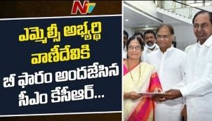 CM KCR Introduce TRS MLC Candidate Vani Devi To TRS Leaders, KCR Gives B-form To Vani Devi
